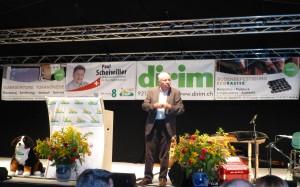 Christoph Blocher vor gutem Hintergrund !
