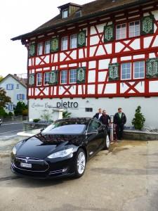 Tesla beim Kreuz Waldkirch