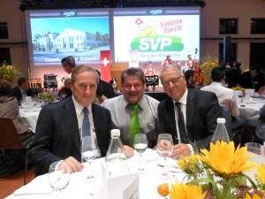 mit Gastgeber Walter Frey und alt Bundesrat Adolf Ogi an unserem Tisch